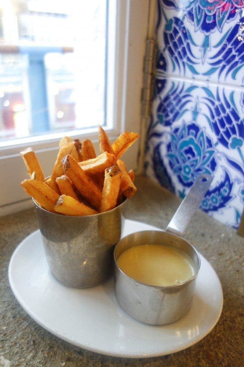 10 Places to Eat Cheesy Chips in London - Fondue Fries, Eat Le Bab, NOTSOBASICLONDON, London food blog