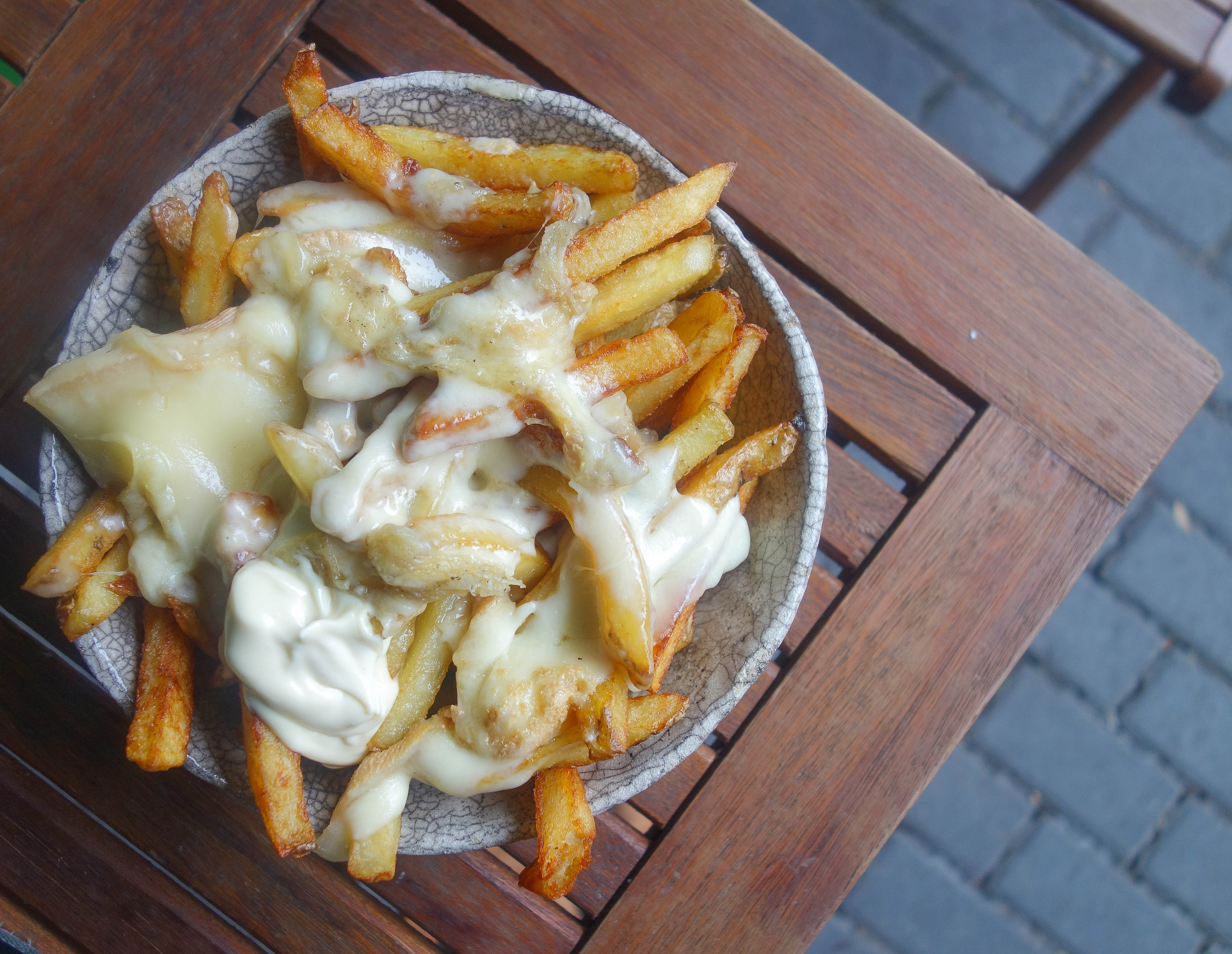 10 Places to Eat Cheesy Chips in London - The Frenchie Bistro, Raclette Fries NOTSOBASICLONDON, London food blog