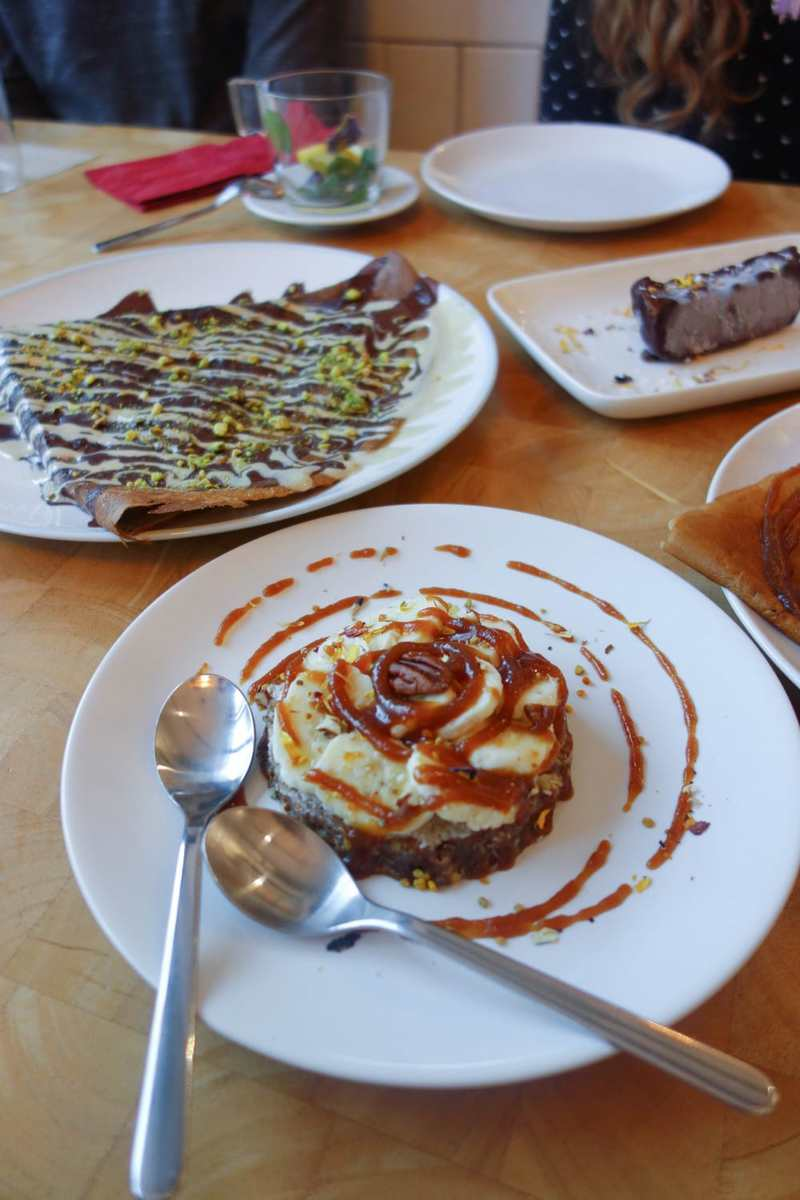 Crepes A La Carte - Raw desserts - Raw banoffee pie, cacoa and pistachio crepe and raw snickers bar.