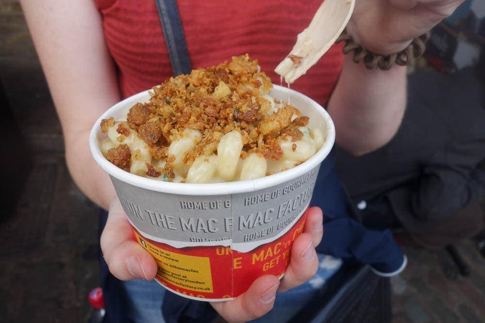 Mac Factory at Camden Market serves big pots of delicous gourmet mac and cheese that you need to try! Lots more cheesiness from the mac factory on notsobasiclondon.com