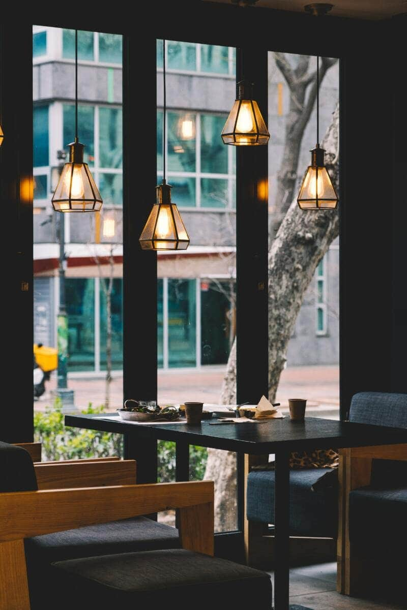 London On A Budget | Great Money Saving Tips (Photo of a restaurant interior)