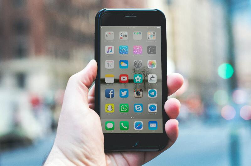 London On A Budget | Great Money Saving Tips (Photo of an iphone)