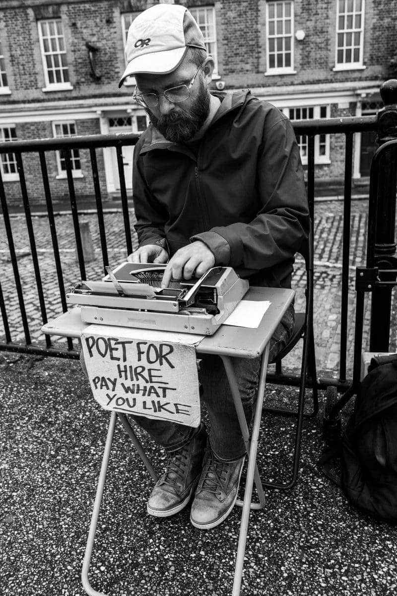 FREE Sightseeing Walking Tour of London (Photo of Poet Man on Bankside)