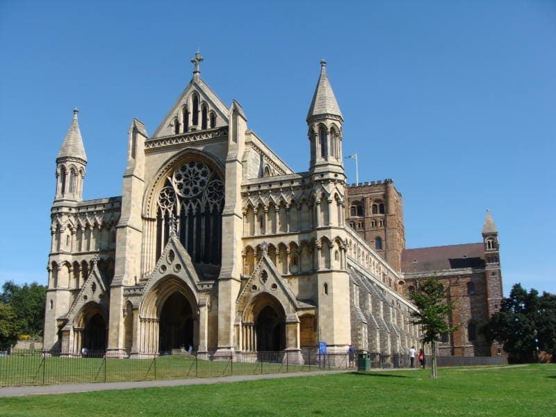 Easy Day Trips From London You Must Do! (St Albans Cathedral)