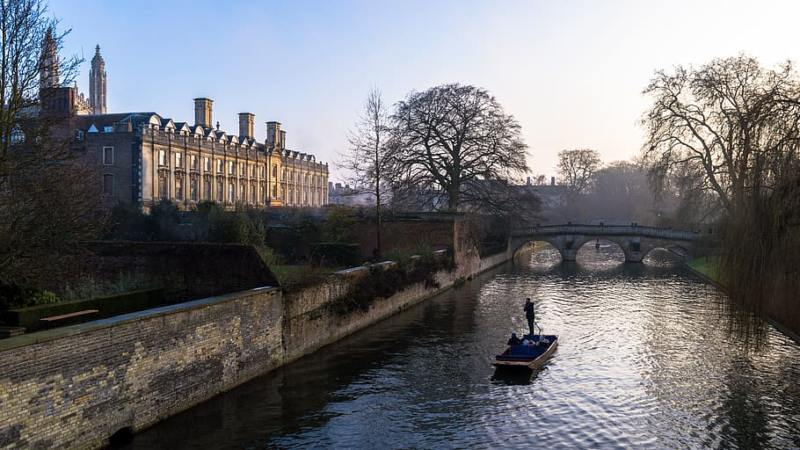 Easy Day Trips From London You Must Do! (Picture of punting in Cambridge)