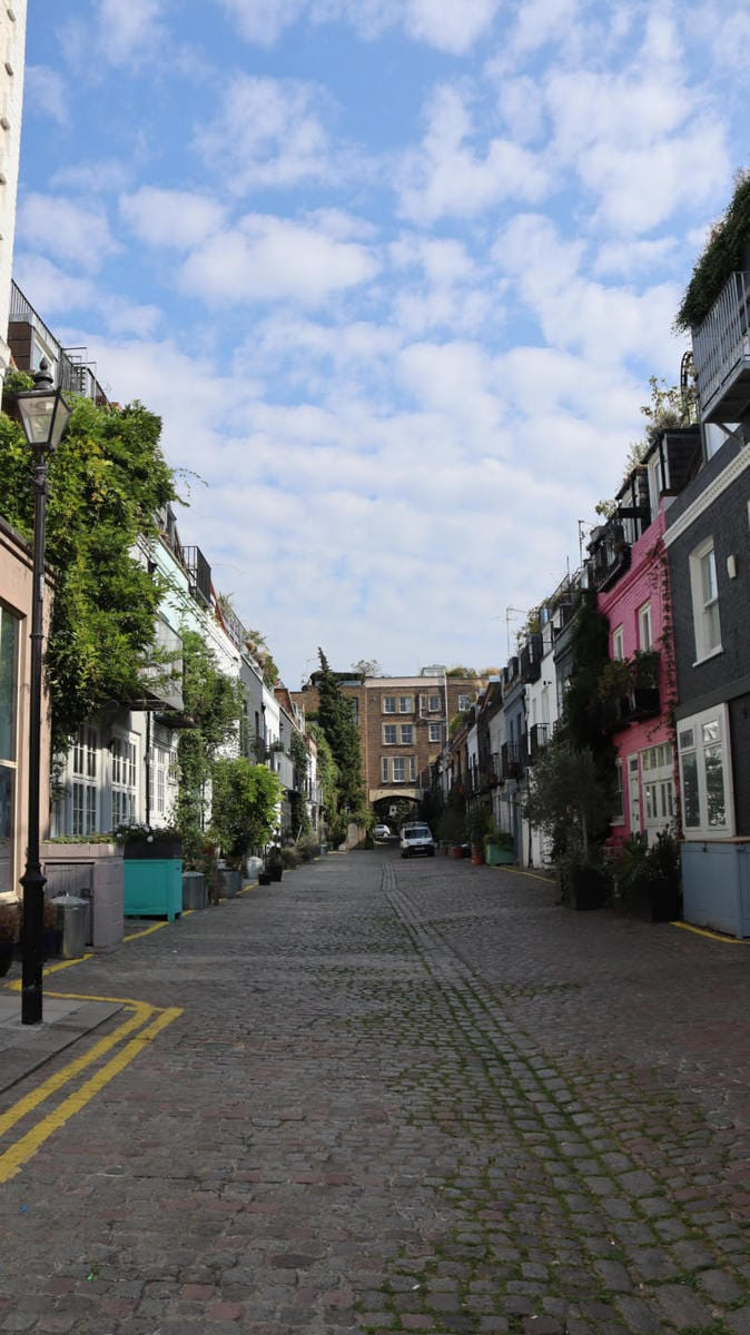 Pretty Mews Street, Notting Hill - London Walking Tour: Notting Hill