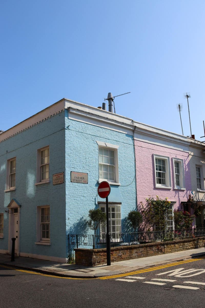 Self Guided London Walking Tour Of Notting Hill (Image of colourful houses in Notting Hill)