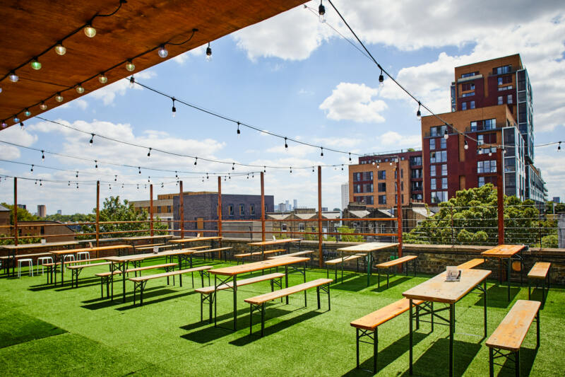 London's Best Rooftop & Outdoor Bars (Image of Dalston Roof Bar)