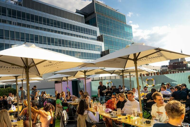 London's Best Rooftop & Outdoor Bars (Image of The Queen of Hoxton Rooftop)