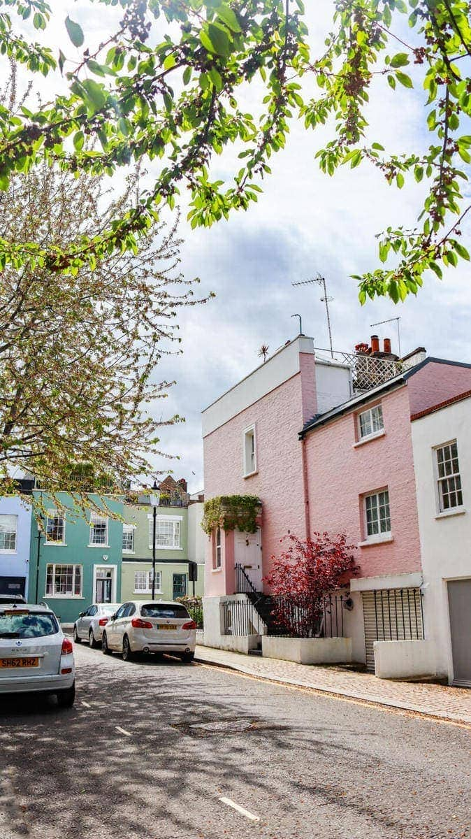 100 Hidden Gems To Discover in London (Image of pretty houses in Notting Hill)